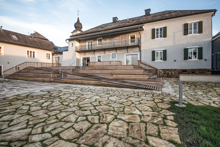 Stieglerhaus Terrasse Gartenansicht